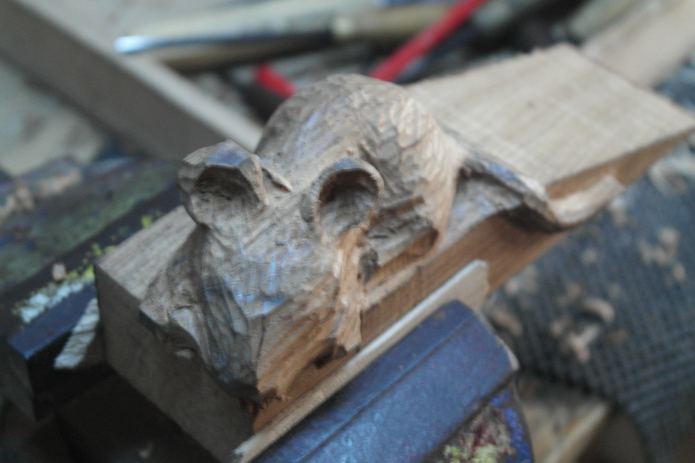 Mouse in oak