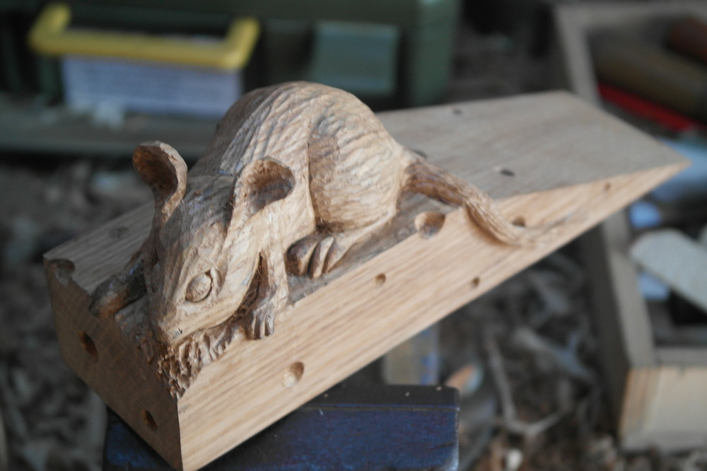 Wooden mouse j leaf wood carvings